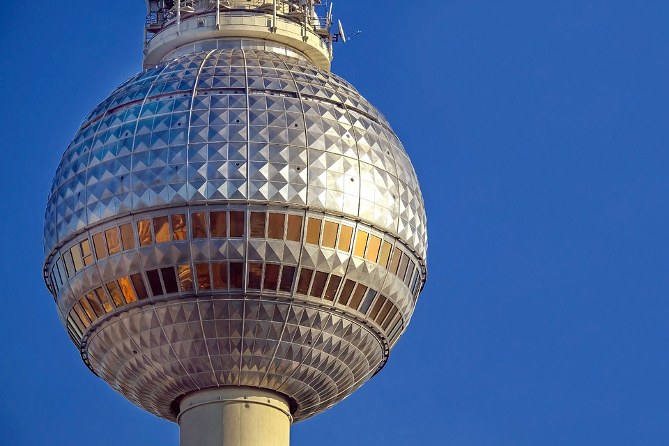 Как попасть на Телевизионную башню Берлина и не уснуть в очереди