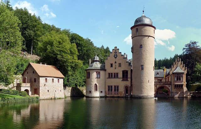 Меспельбрунн (Schloss Mespelbrunn),